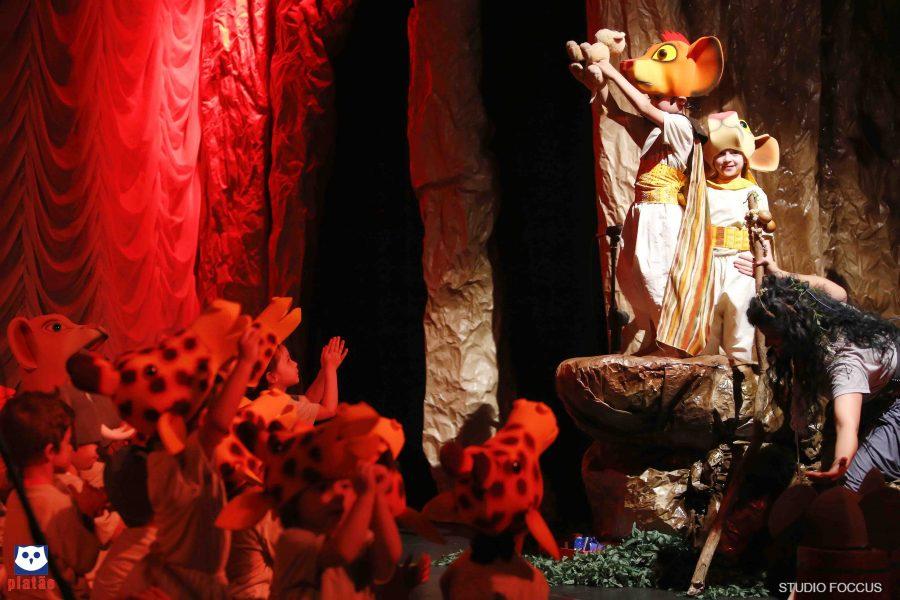 """Brincando e aprendendo: crianças da Educação Infantil encantam no musical """"O Rei Leão"""""""