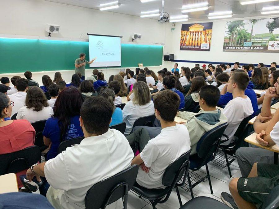 Diretor executivo do Centro de Empreendedorismo da Amazônia faz visita ao Colégio Platão