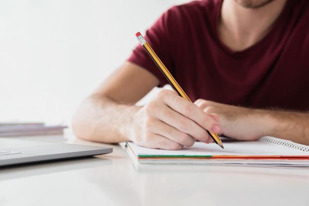 Professoras de Redação do Colégio Platão dão orientações para a prova do PAS/UEM