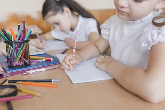 Alfabetização e letramento apresentam conceitos diferentes, mas são trabalhados simultaneamente na escola