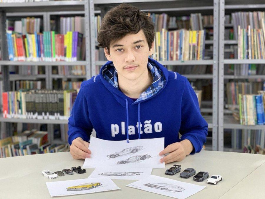 Aluno do Ensino Médio do Colégio Platão se destaca na customização de miniaturas de carros